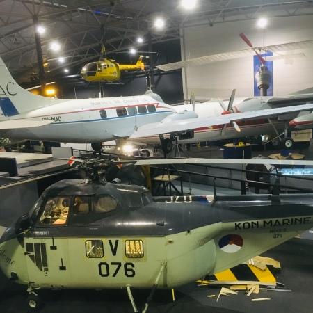 Aula aviodrome penuh pesawat