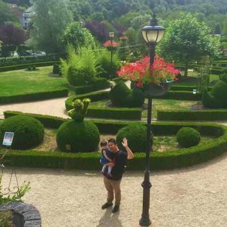 Papa dan Claire di Topiary Park